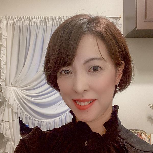 黒濱綾子(くろはま・あやこ)